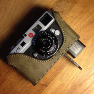 Leica M9 battery access